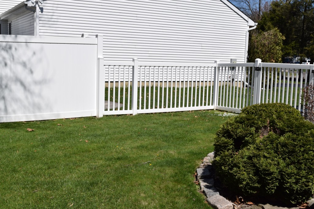An Expert Guide to Understanding the Ratings on Vinyl Fences
