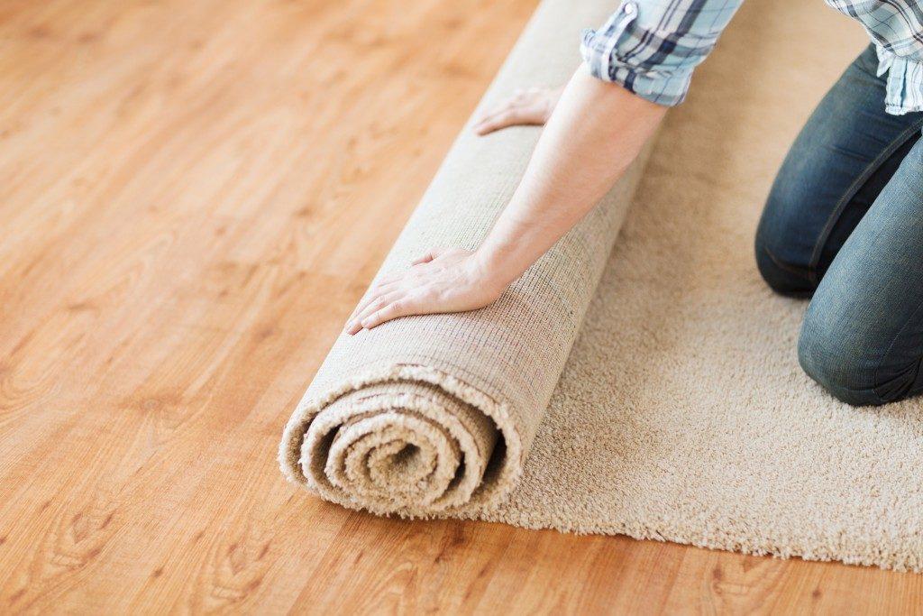 Placing a carpet
