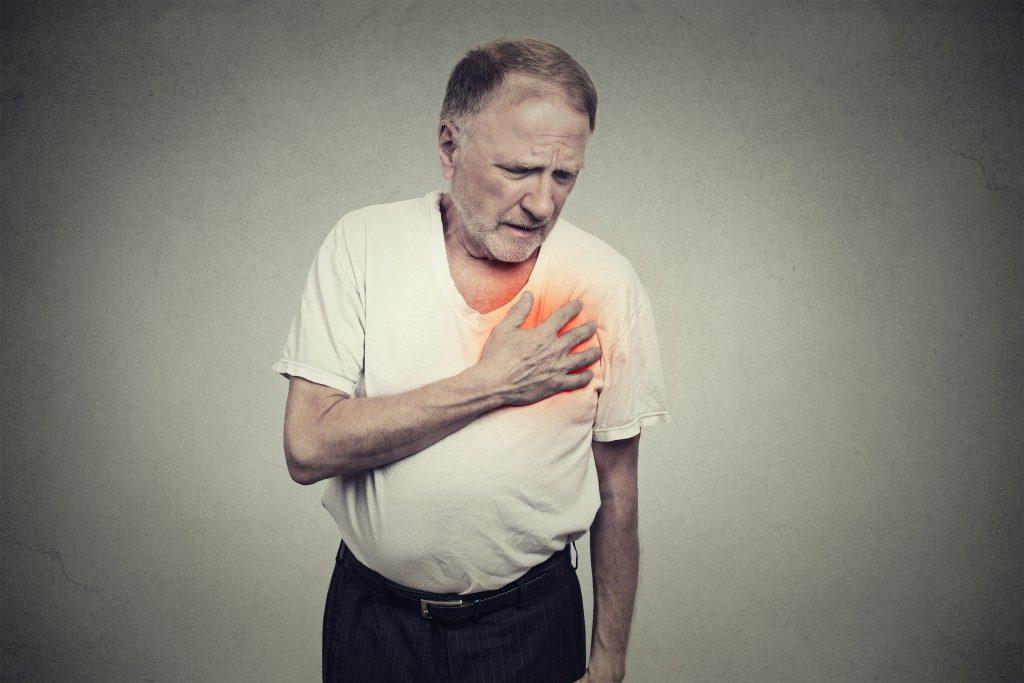 Elder man experiencing heat attack