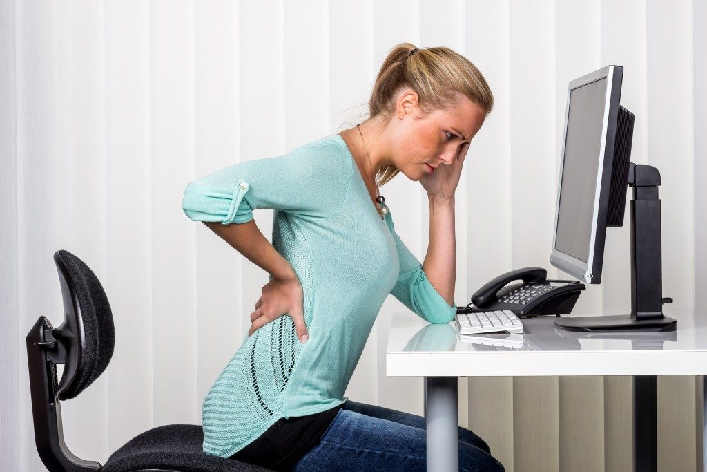 woman having pain in her hip