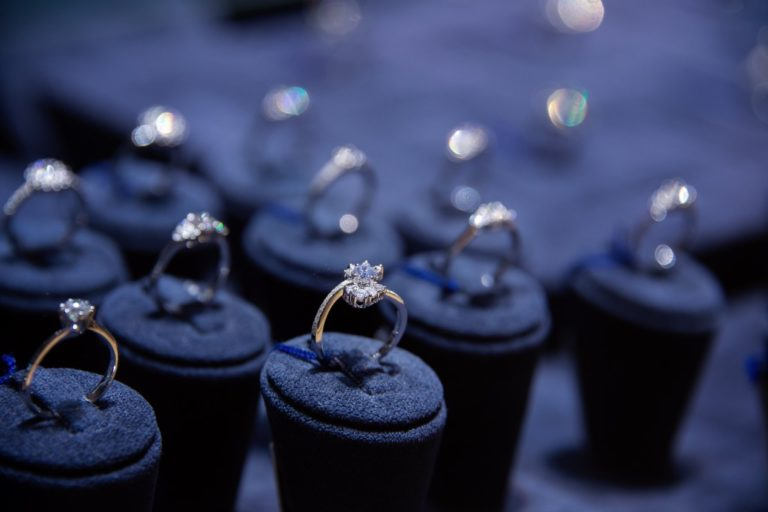 What to Avoid When Shopping for Wedding Rings