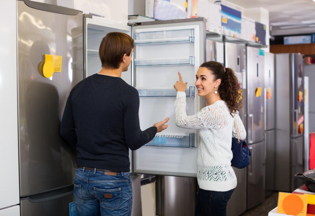 woman asking about a fridge