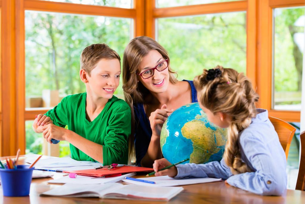 parent homeschooling children