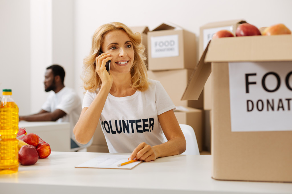 volunteer food donation